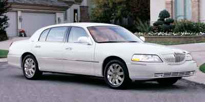 2003 lincoln town car details on prices features specs and safety information. Black Bedroom Furniture Sets. Home Design Ideas