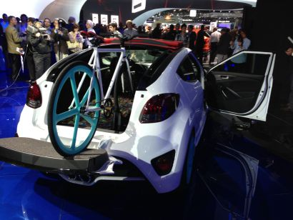 Hyundai Veloster C3 Roll Top with fixi bike