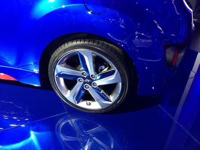 2014 Veloster Turbo R-Spec wheel detail