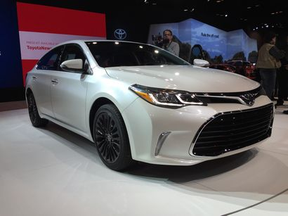 2016 avalon plus camry and corolla se at chicago auto show. Black Bedroom Furniture Sets. Home Design Ideas